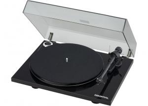 Pro-Ject Essential III Digital Noir - Elle est livrée avec plusieurs accessoires dont un capot de protection