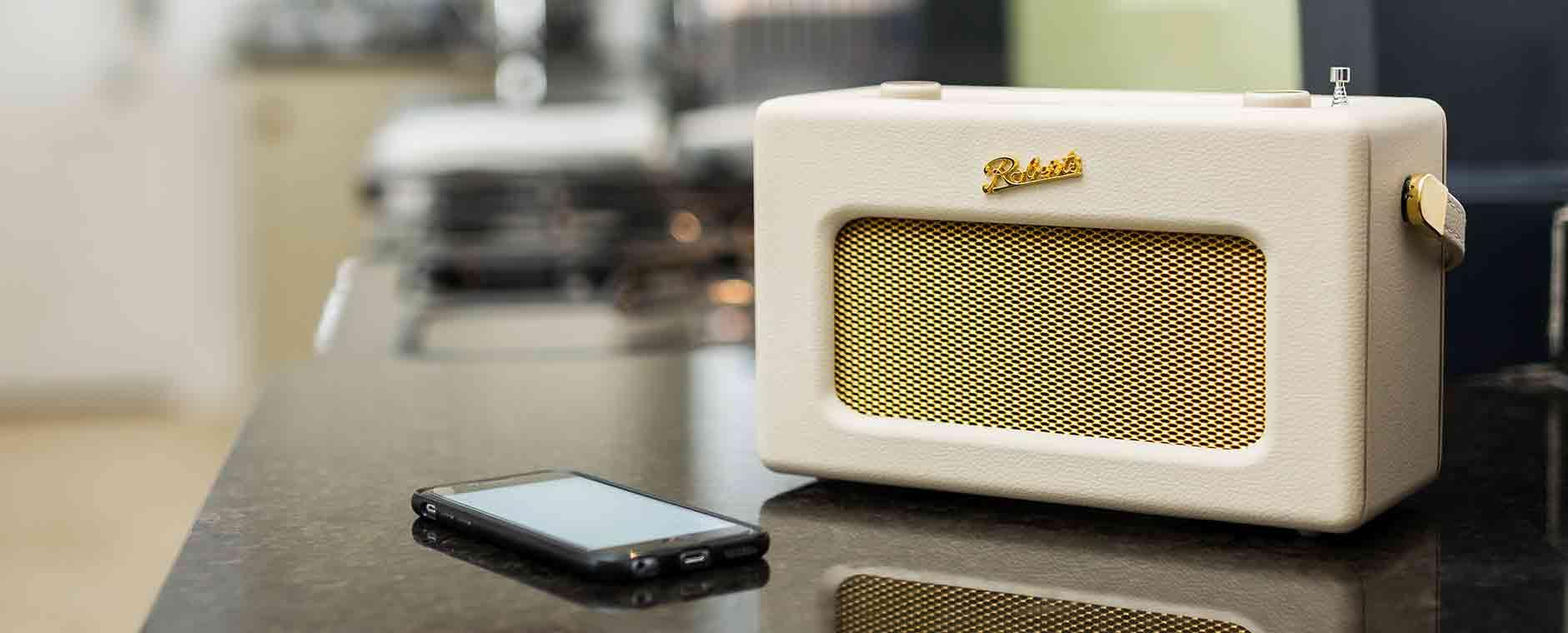 Poste radio numérique WiFi Roberts iStream 3 : tuner Internet, DAB, FM, compatible service de musique Deezer, Spotify, Tidal, Amazon Music et commande vocale Alexa